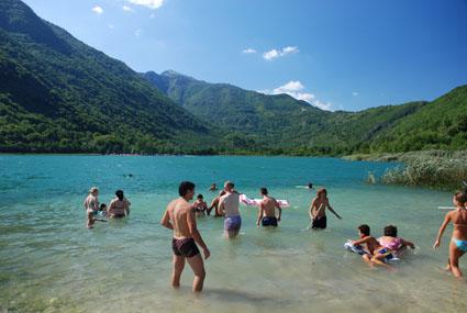 Kupanje na Borackom jezeru