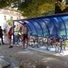 <p> 130 kilometara od Sarajeva do Mostara vozili su danas biciklisti, članovi Udruženja Giro di Sarajevo s ciljem podrške razvoja rekreativog biciklizma u BiH, ali i promocije prvog natkrivenog parkirališta...</p>
